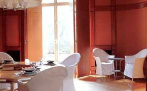 Light from the windown pemeates the room to soften the chocolate walls and ceiling