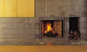 Beautiful contrast of wood and stone to bring out the modernity of this fireplace design